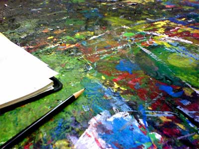 Picture of art desk in Tiger's painting class